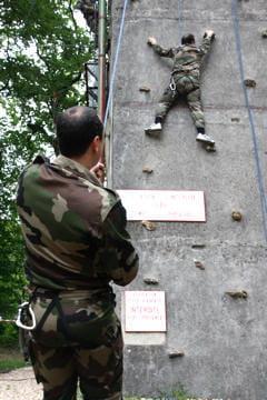 Sur le mur d'escalade