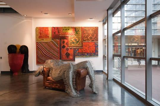 d s le hall d 39 entr e le ton est donn visite guid e de vente jdn. Black Bedroom Furniture Sets. Home Design Ideas