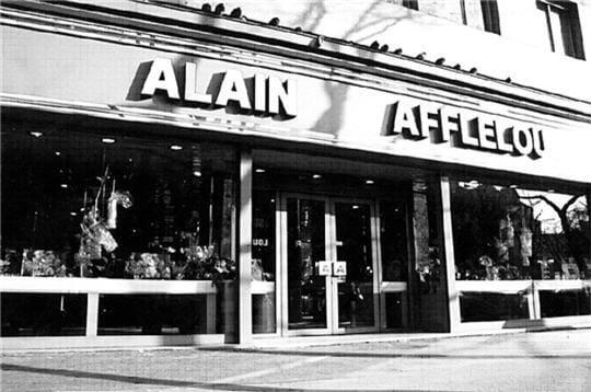 alain afflelou a vu le jour bordeaux les premiers tablissements des grandes cha nes en. Black Bedroom Furniture Sets. Home Design Ideas