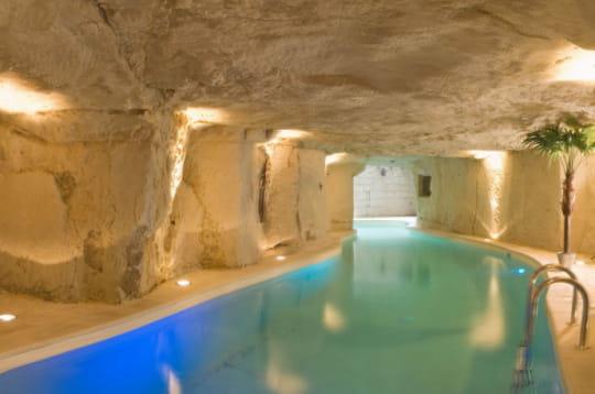 la piscine creus e dans la pierre 18 h tels insolites autour du monde jdn. Black Bedroom Furniture Sets. Home Design Ideas