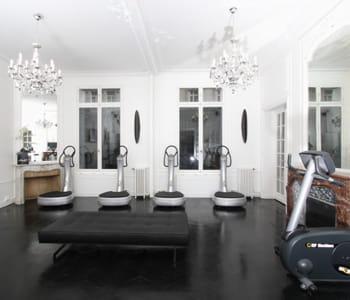 must institute l 39 appartement chic les clubs de sport de luxe jdn. Black Bedroom Furniture Sets. Home Design Ideas