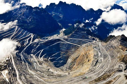 http://i-cms.journaldunet.com/image_cms/original/1255943-grasberg-la-plus-grande-mine-d-or-du-monde.jpg